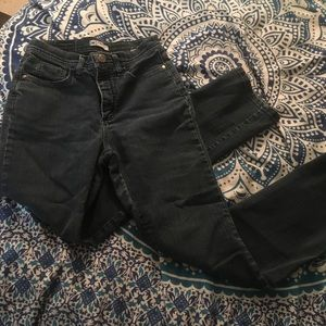 Size 4 Lee Jeans in Straight Cut!